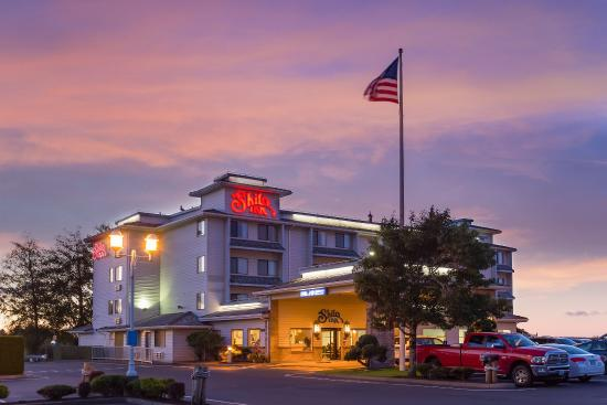 Shilo Inn Suites - Warrenton: Located 1 mile south of Astoria off Hwy. 101, close to prime sport fishing  & coast activities.