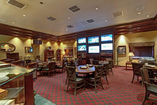 Shilo Inn Hotel & Suites - Beaverton: Cigar & Sports Bar