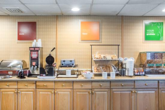 Comfort Inn West: Breakfast