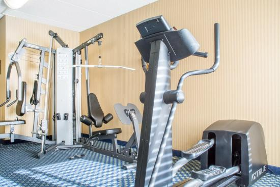 Comfort Inn West: Fitness center