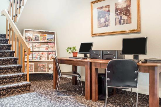 Econo Lodge - Ithaca: Business center