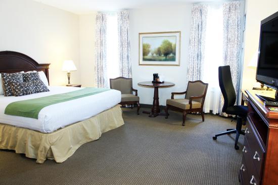 Conwell Inn: King Club Room