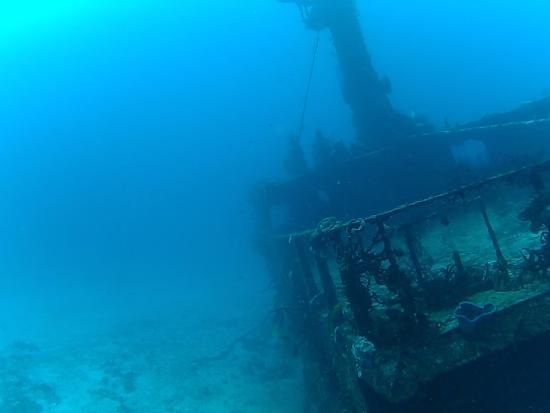 Albertos SCUBA: Diving the Mama Vina wreck with Alberto's