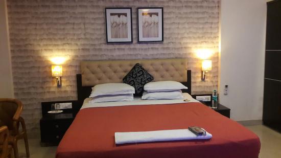 Hotel Vaishnavi : 20160216_225251_large.jpg