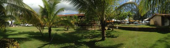 Guaibim: panoramica da area verde e piscina do girassol praia hotel