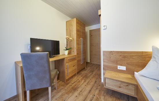Landhaus Riedlsperger: Einzelzimmer mit D/WC, TV, WLAN und Balkon