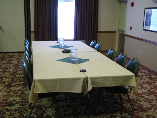 Watertown, WI: Conference Style Meeting