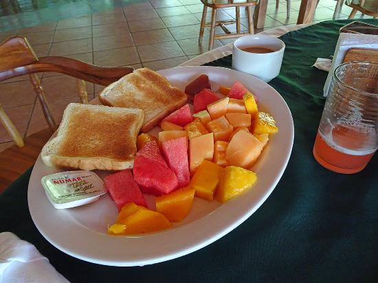 Las Islas Lodge: Colazione continentale con frutta deliziosa