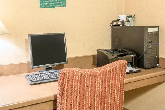 Quality Inn & Suites Casper: Business center