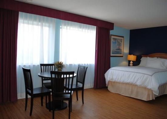 Seekonk, MA: guest room
