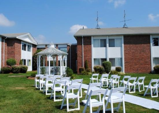 Seekonk, MA: outdoor event space