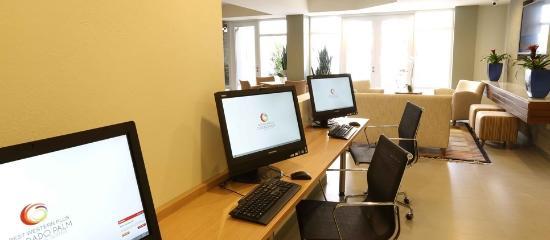 BEST WESTERN PLUS Condado Palm Inn & Suites: Business center