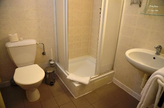 Hotel Duo: rather small bath room