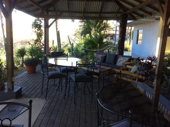 Vista Canyon Inn: Outdoor dining and lounge area