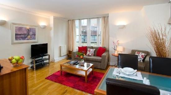 Oakwood St. Johns House: Living Room
