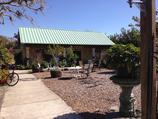 Sebring, FL: Garden Cafe front view.