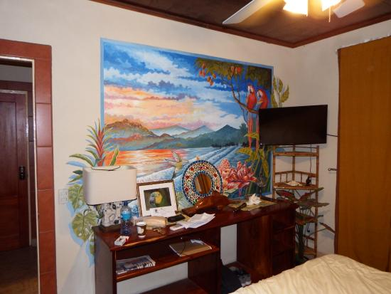 Cabinas Jimenez: Lovely hand painted mural in my cabina