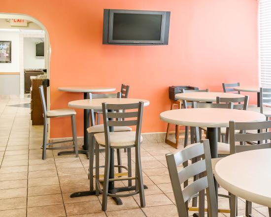 Quality Inn & Suites: Breakfast