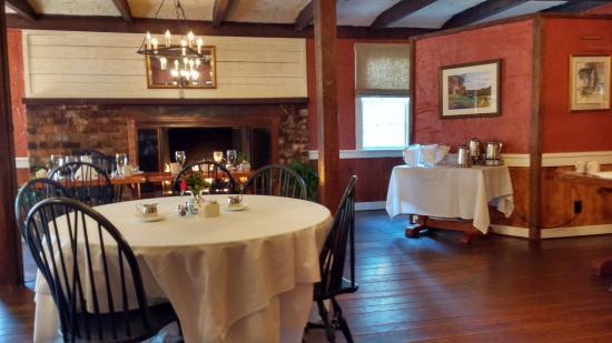 1906 Pine Crest Inn: Dining Room
