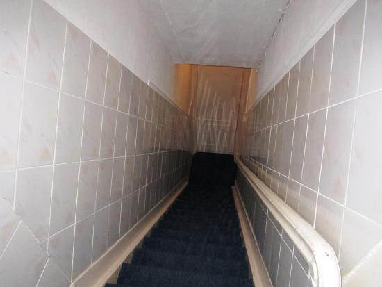 Amsterdam Oosterpark: Escada de acesso aos quartos. Estreita e íngreme.