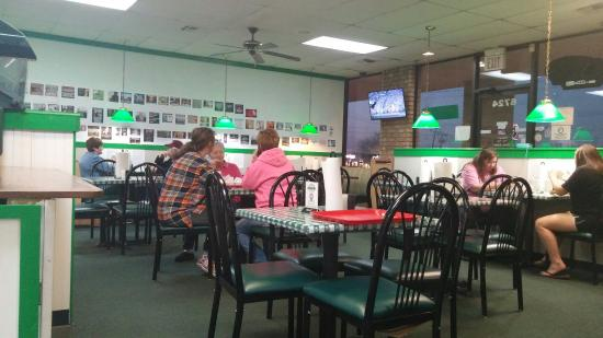 Little Mike's Hamburgers: Seating area