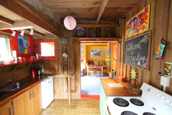 Fern Lodge: Treehouse kitchen area