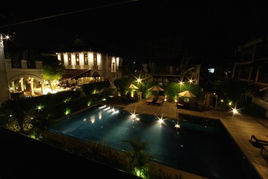 Ansara Hotel: Pool at night