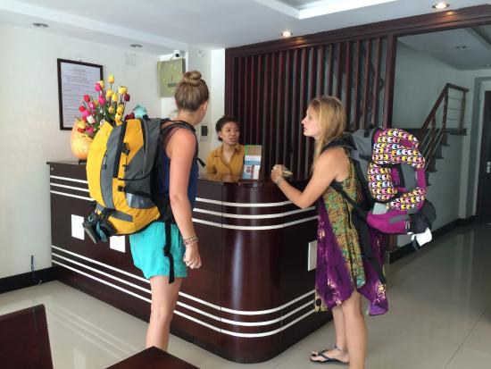Dreams Hotel Danang: reception desk