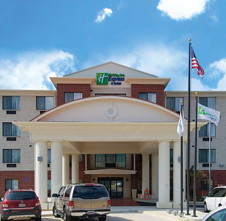 Holiday Inn Express Hotel & Suites Biloxi- Ocean Springs: Hotel Exterior
