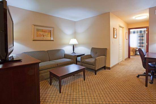 Holiday Inn Express Hotel & Suites Winona: King Suite