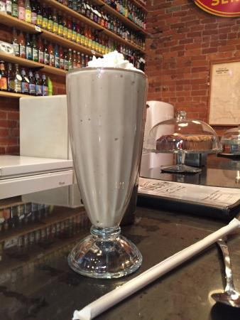 ANTIQOLOGY: Mocha shake and the brownie sundae . So good and sundae is big enough two can share