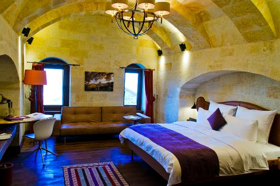 beautiful and spacious bedroom simplycyn com picture of ariana rh tripadvisor ie
