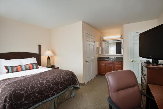 One bedroom queen suite picture of staybridge suites tucson airport tucson tripadvisor for 2 bedroom suite hotels in tucson az