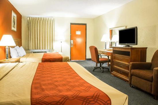 Econo Lodge Norwalk: Guest Room