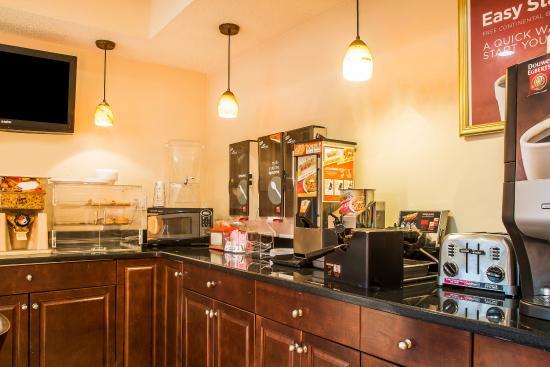 Econo Lodge Norwalk: Breakfast