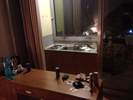 hotel miramonti escritorio y cocina includa en la habitacin