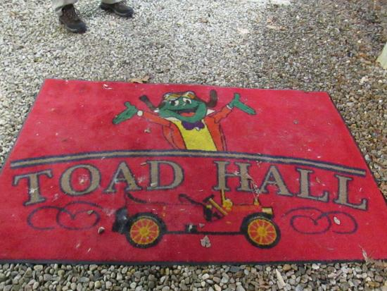 Hyannis Port, MA: Welcome Mat at Toad Hall tells you the spirit of the place