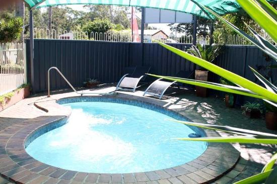 Beachmere, Australie : Our pool area