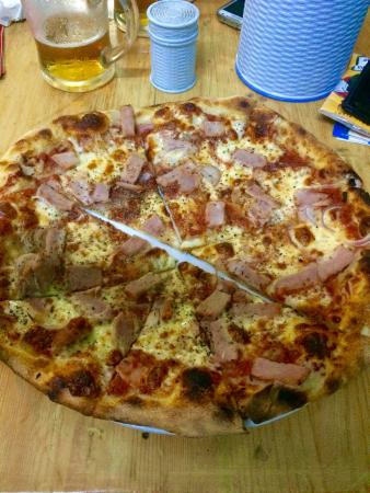 Pa Pa Pizza: Good tasting pizza ! Italian style.. The best pizza in Myanmar.