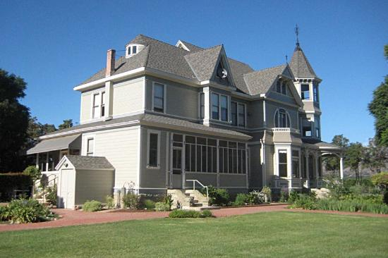 Santa Paula, Kalifornien: The 1894 built Victorian farmhouse at the Faulkner farm is a historical landmark.