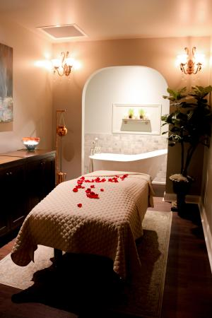 Walnut Creek, CA: Luxuriate in a bath before your massage treatment