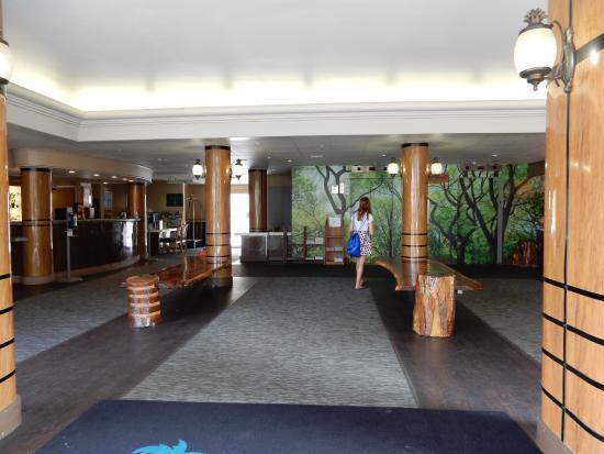 Waikiki Sand Villa Hotel Image