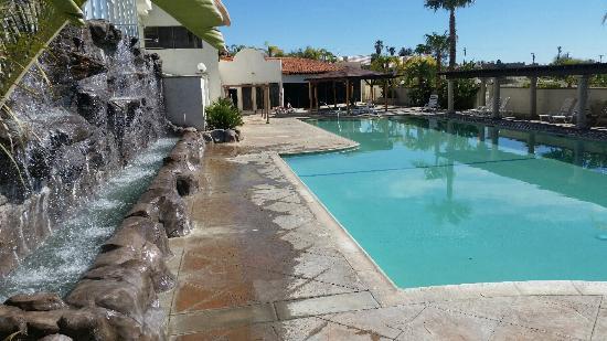 CJ Grand Hotel & Spa : Lower level pool. Nice waterfall