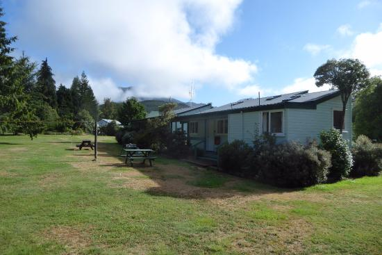 Alpine Holiday Apartments & Campground: We stayed in the closest end unit. The bathroom/toilets were at the far end of the adjoining blo