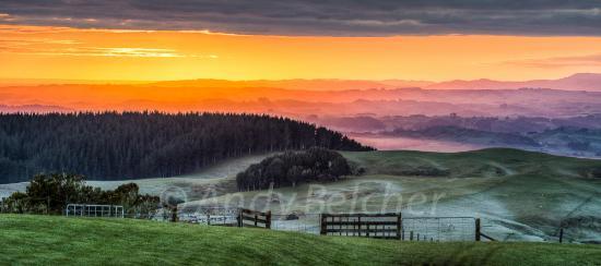 Waitomo Boutique Lodge : Sun rise at Montrose
