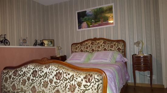 Les Petites-Loges, ฝรั่งเศส: chambre principale lit double