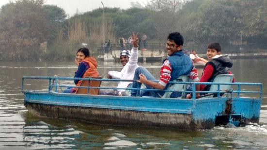 Rohtak, Hindistan: Boating at Tilyar