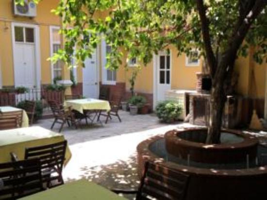 Antik Han Hotel: tarihi bahçe