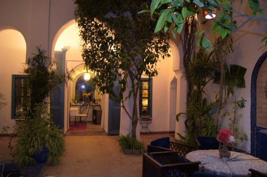 Le patio du Riad Sekkat et vue sur la salle à manger