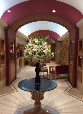 beautiful flower arrangement picture of the taj mahal palace rh tripadvisor com